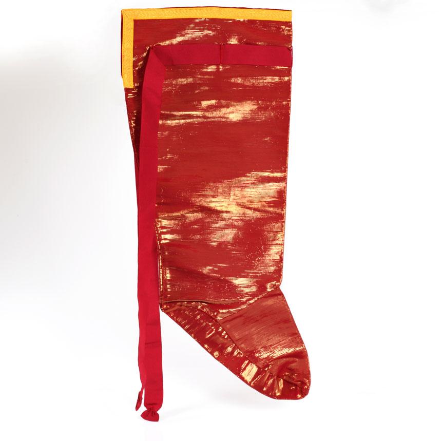 gammarelli-tailoring-clergy-apparel-garments-accessories-pontifical-shoe-case