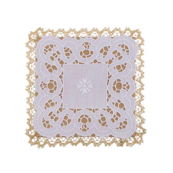 gammarelli-biancheria-altare-palle-ricamate-merletto-intaglio