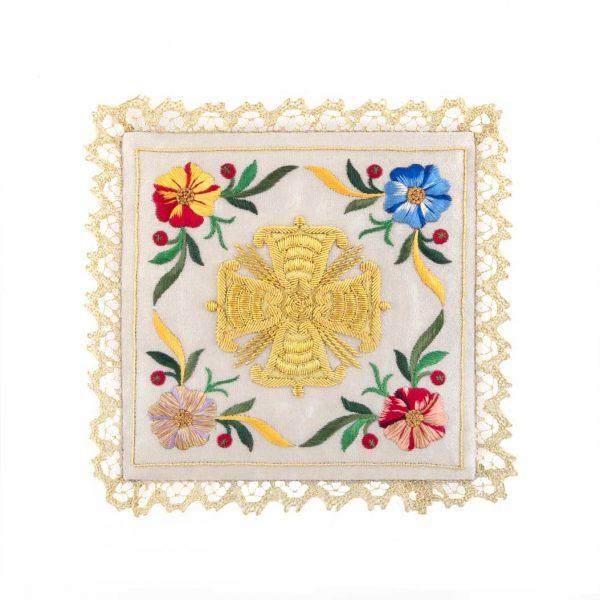 gammarelli-tailoring-clergy-apparel-garments-altar-pall-linen-mary-embroidery-flowers-cross