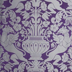 gammarelli-sartoria-ecclesiastici-abbigliamento-religioso-tessuto-damasco-grifoni