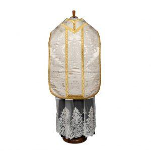 gammarelli-sartoria-ecclesiastici-abbigliamento-religioso-paramenti-pianeta-romana