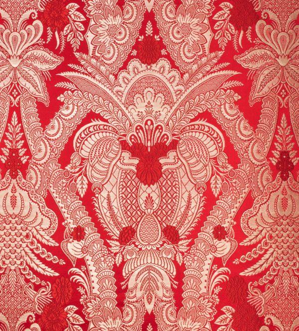 gammarelli-sartoria-ecclesiastici-abbigliamento-religioso-tessuto-GAM1