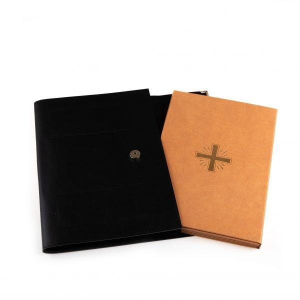 gammarelli-sartoria-carte-preghiere-altare-claritate-piedini-paramenti-liturgici-cartagloria-set